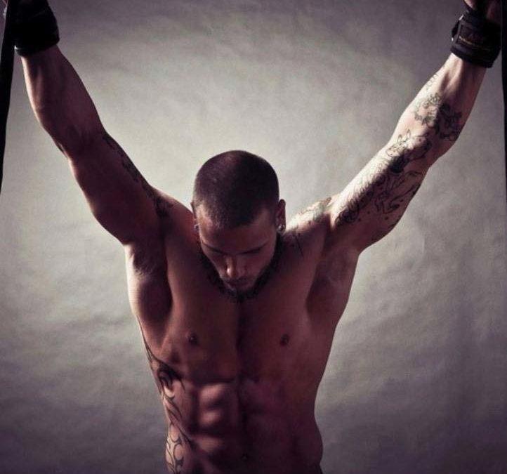 Narcisismo e mito della forza: la relazione tra narcisismo e carattere isterico nella società moderna